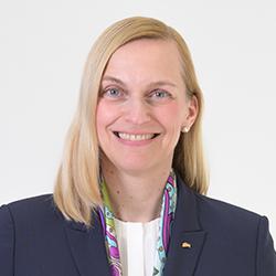 Simone Thomsen - Headshot
