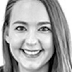 Laura Kling - Headshot