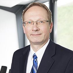Lutz Bonacker - Headshot