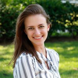 Sarah Mientka - Headshot