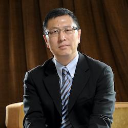 Dr. Shawn Qu - Headshot