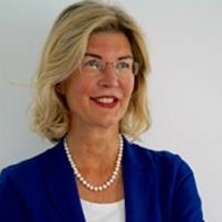 Monika Schulze - Headshot