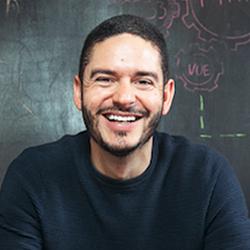 Oscar Giraldo - Headshot
