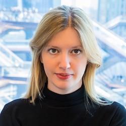 Paulina Karpis - Headshot