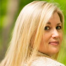 Shellie Vornhagen - Headshot