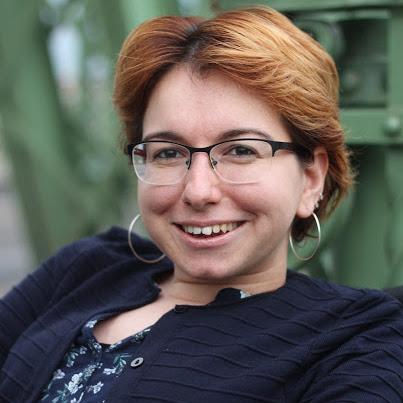 Jana Popova - Headshot