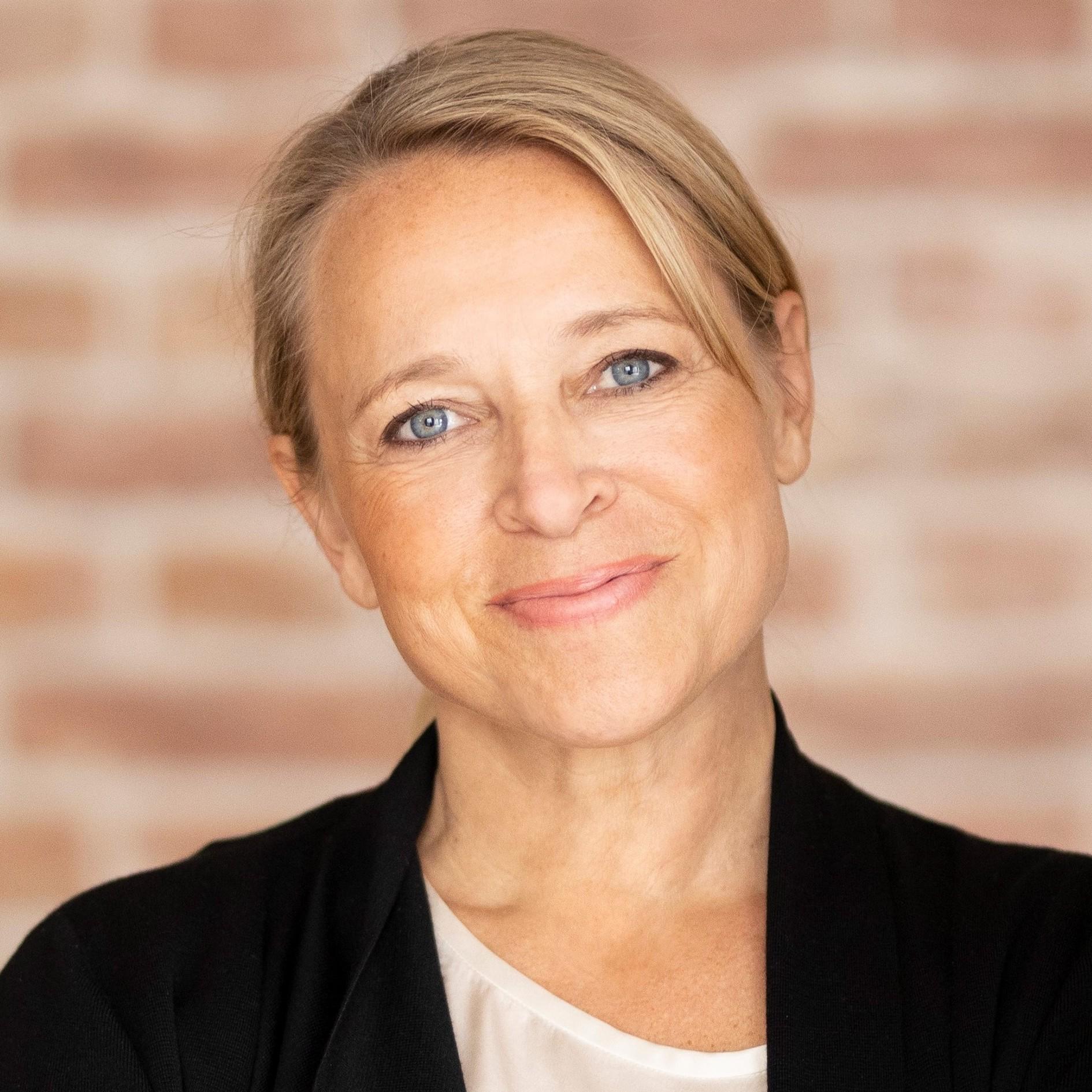 Johanna Friedl-Naderer - Headshot