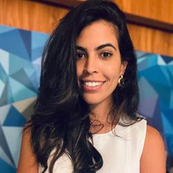 Juliana Guimarães - Headshot