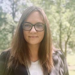 Kristen Huehbner - Headshot