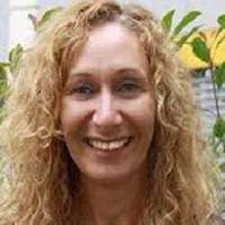Lara Pippo - Headshot