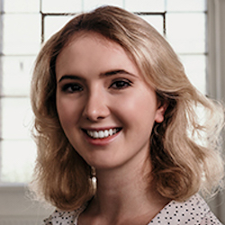 Saskia Burbach Headshot