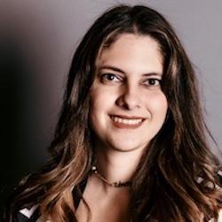 Ana Uzcanga Headshot