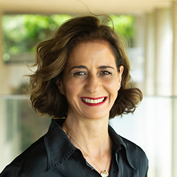 Andrea Álvares - Headshot