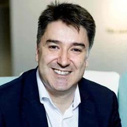 Javier Quiñones - Headshot